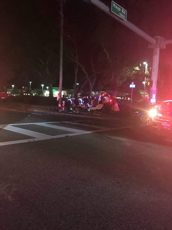 Two SUVs collide in Pasco intersection, injuring eight people
