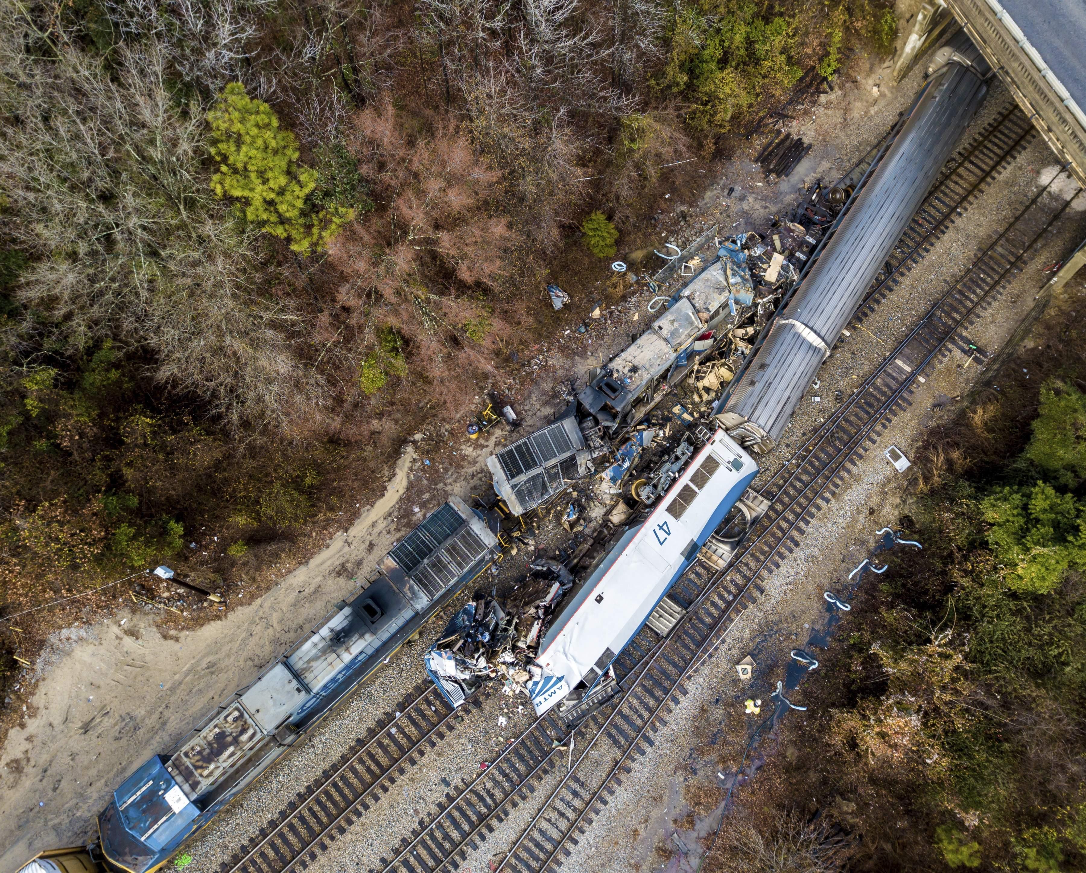 Amtrak Crash Kills 2 Injures Over 100 San Francisco San
