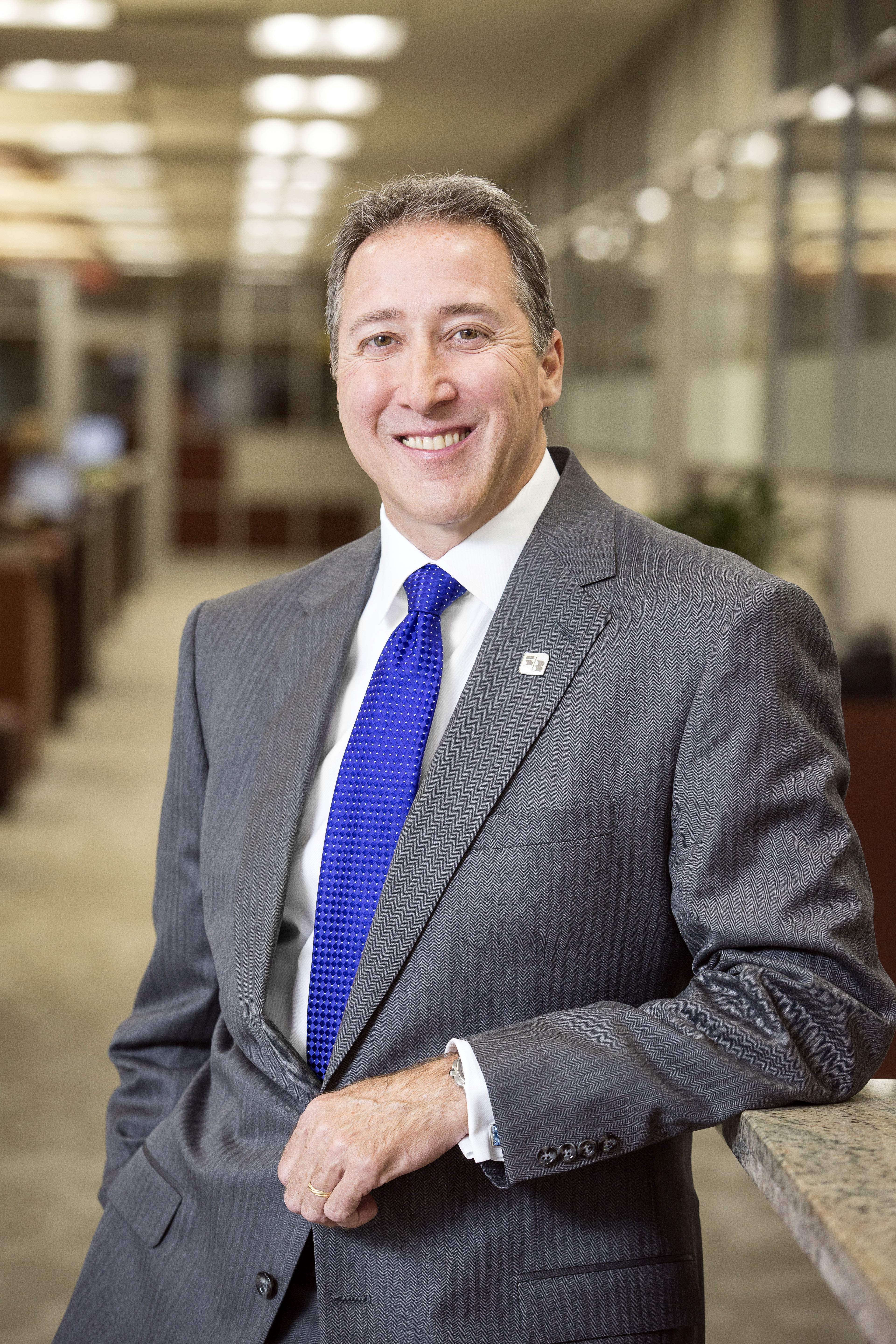 Looking at Florida, Fifth Third Bank CEO is 'cautiously
