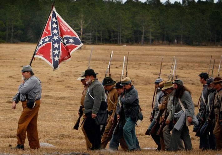 Civil War re-enactors defend Confederate flag through