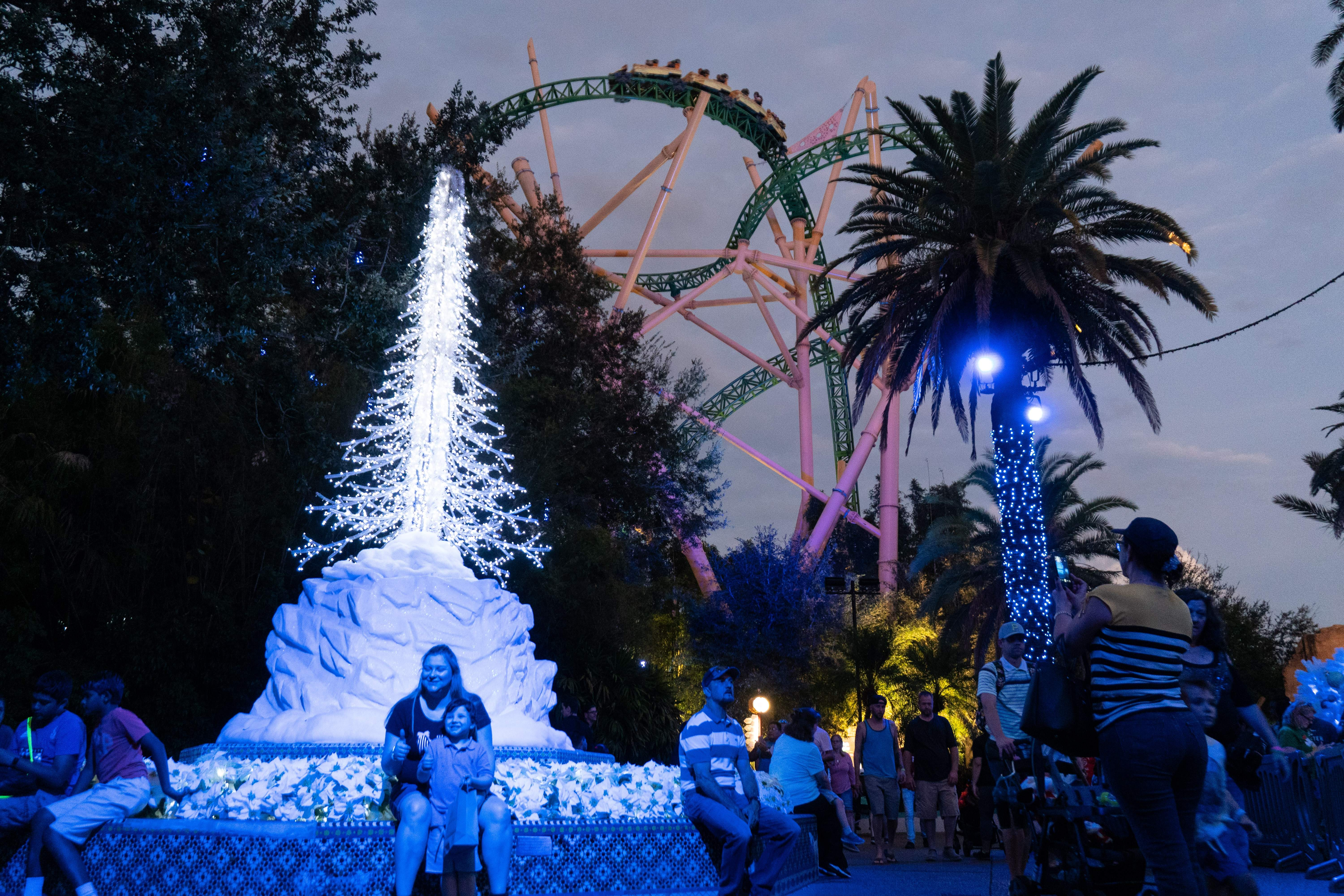 Christmas Theme Park.Disney Busch Gardens And Other Theme Parks Roll Out Holiday