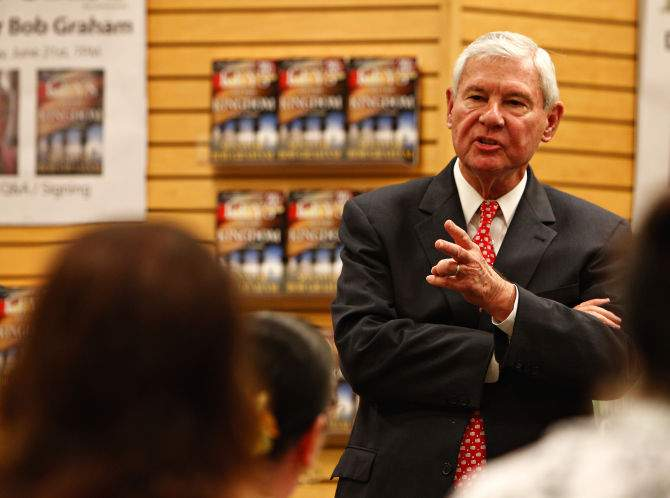 Former U.S. senator and two-term governor of Florida Bob Graham talks about his novel, Keys to the Kingdom, at the Barnes and Noble in Carrollwood.