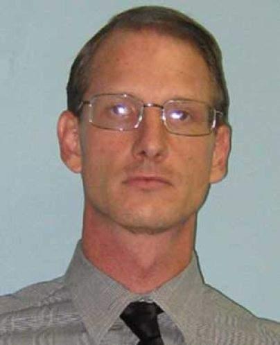 Man shot dead as U S  Marshals serve warrant at Carrollwood home