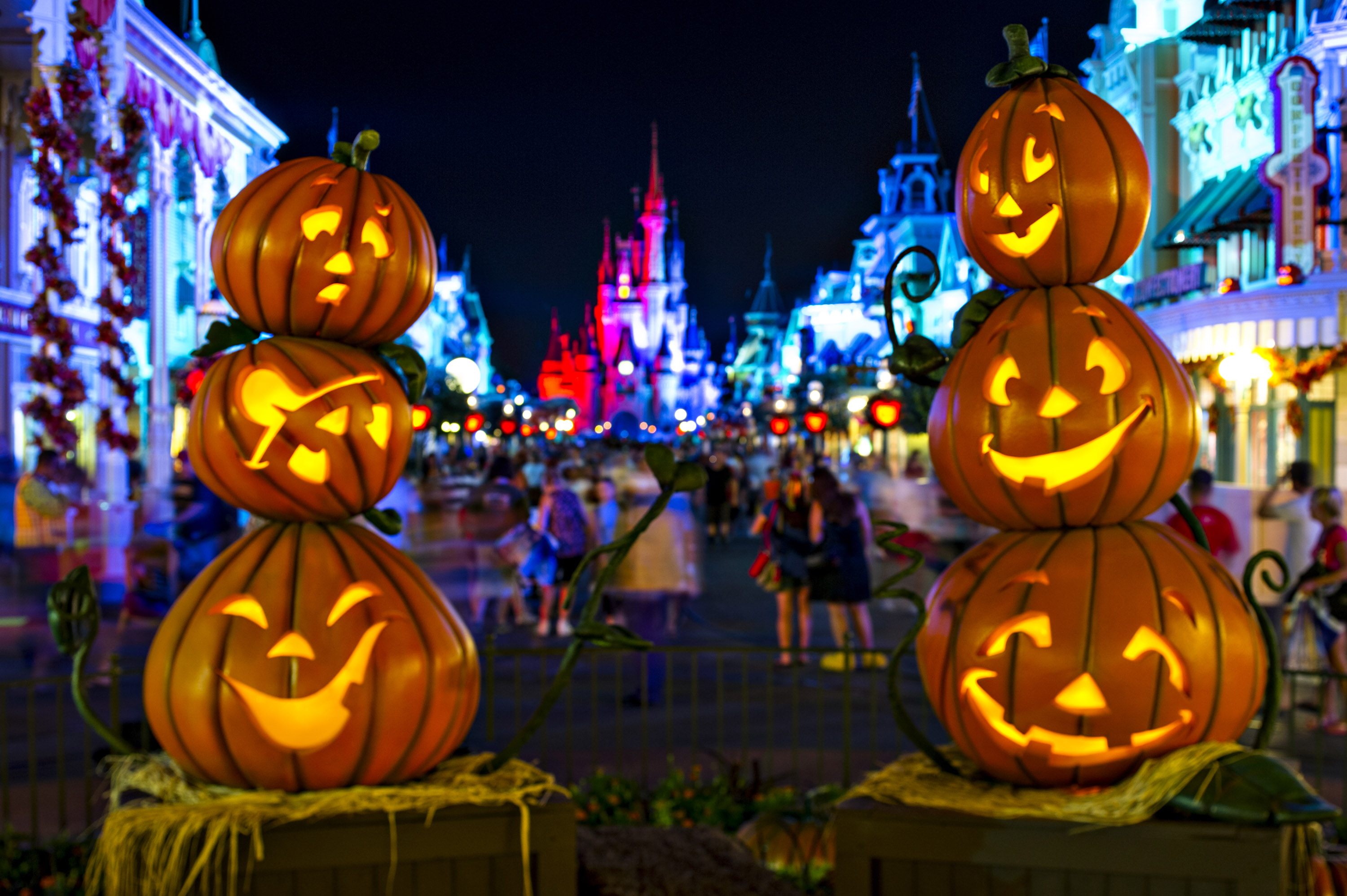 Halloween In Disney Florida.Disney S Halloween Celebration Adds New Fireworks Characters