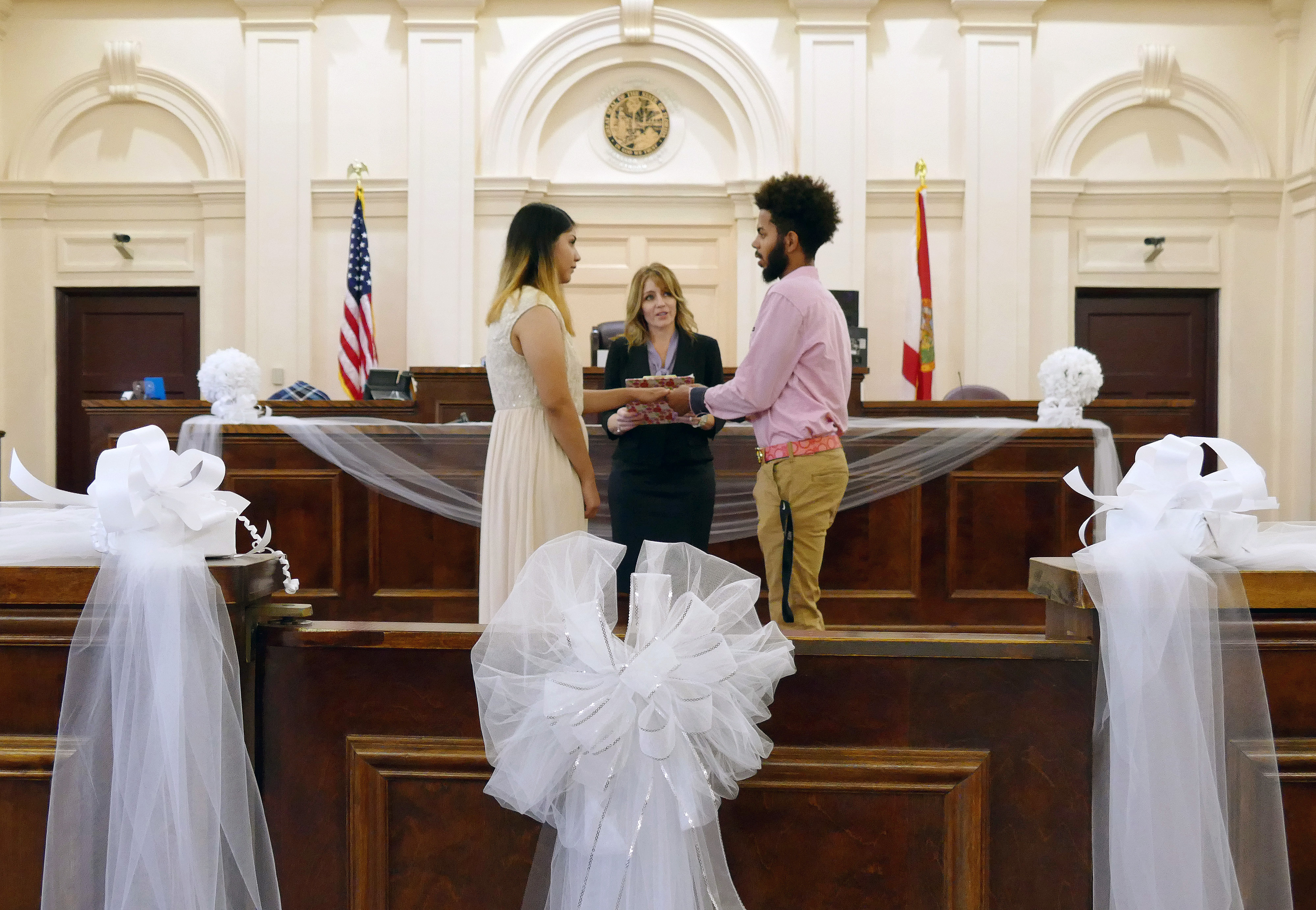 Valentine S Day Ceremonies At Historic Hernando Courthouse Fill The Air With Love,Fall Dresses For Wedding