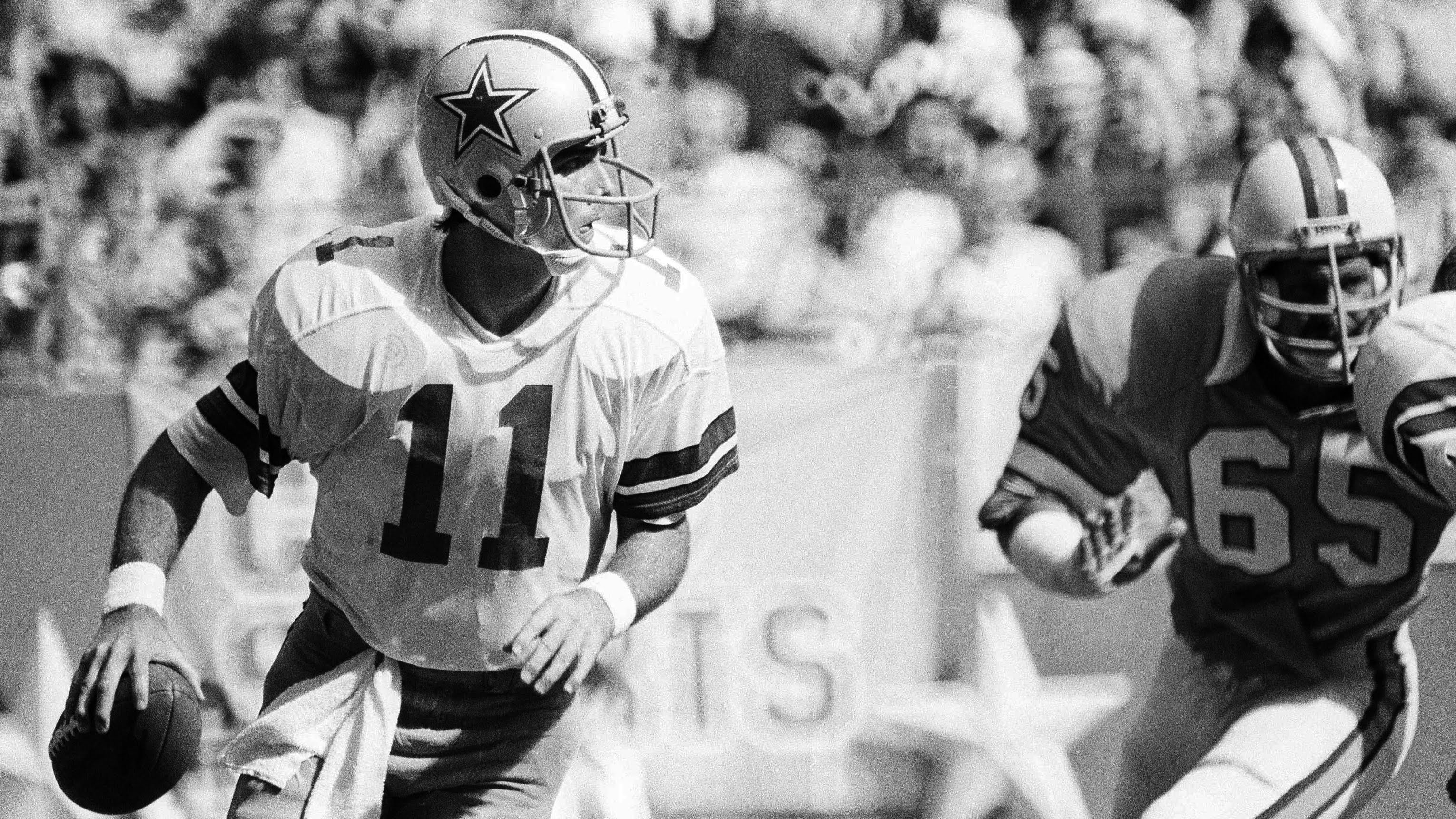 Cowboys quarterback Danny White (11) threw for 258 yards to help Dallas hand the Bucs their first loss of the season after a 2-0 start. (Associated Press, 1980)