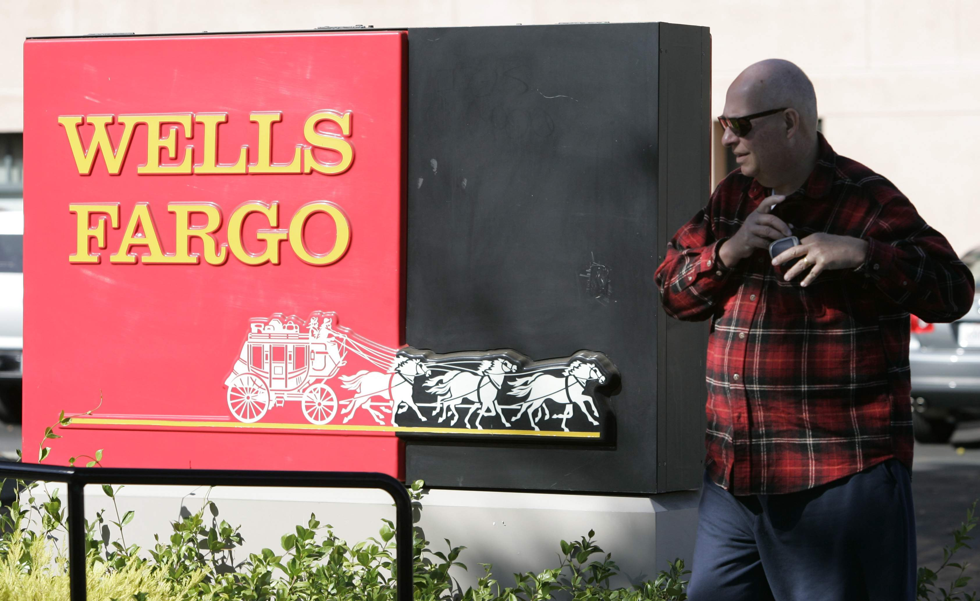 Wells Fargo eases up on overdraft charges