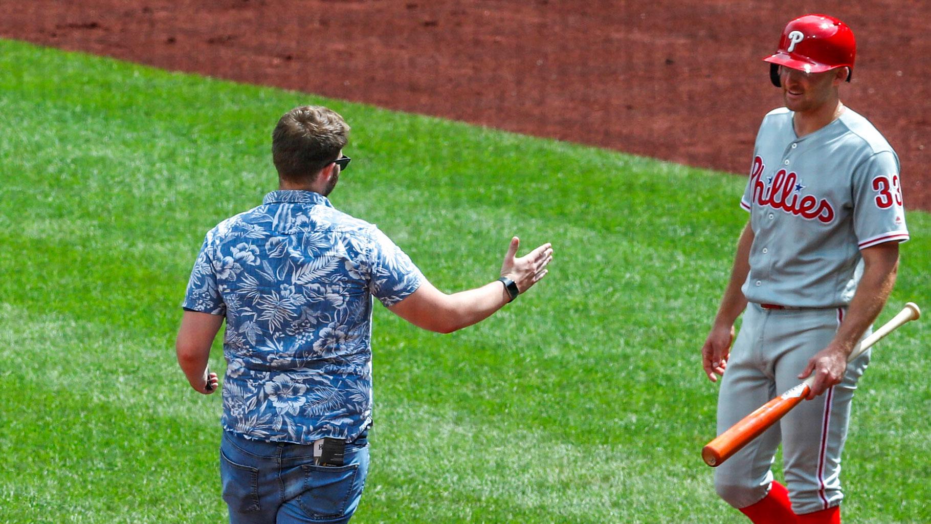 Fan ambles across field, tries to shake ex-Ray Brad Miller's