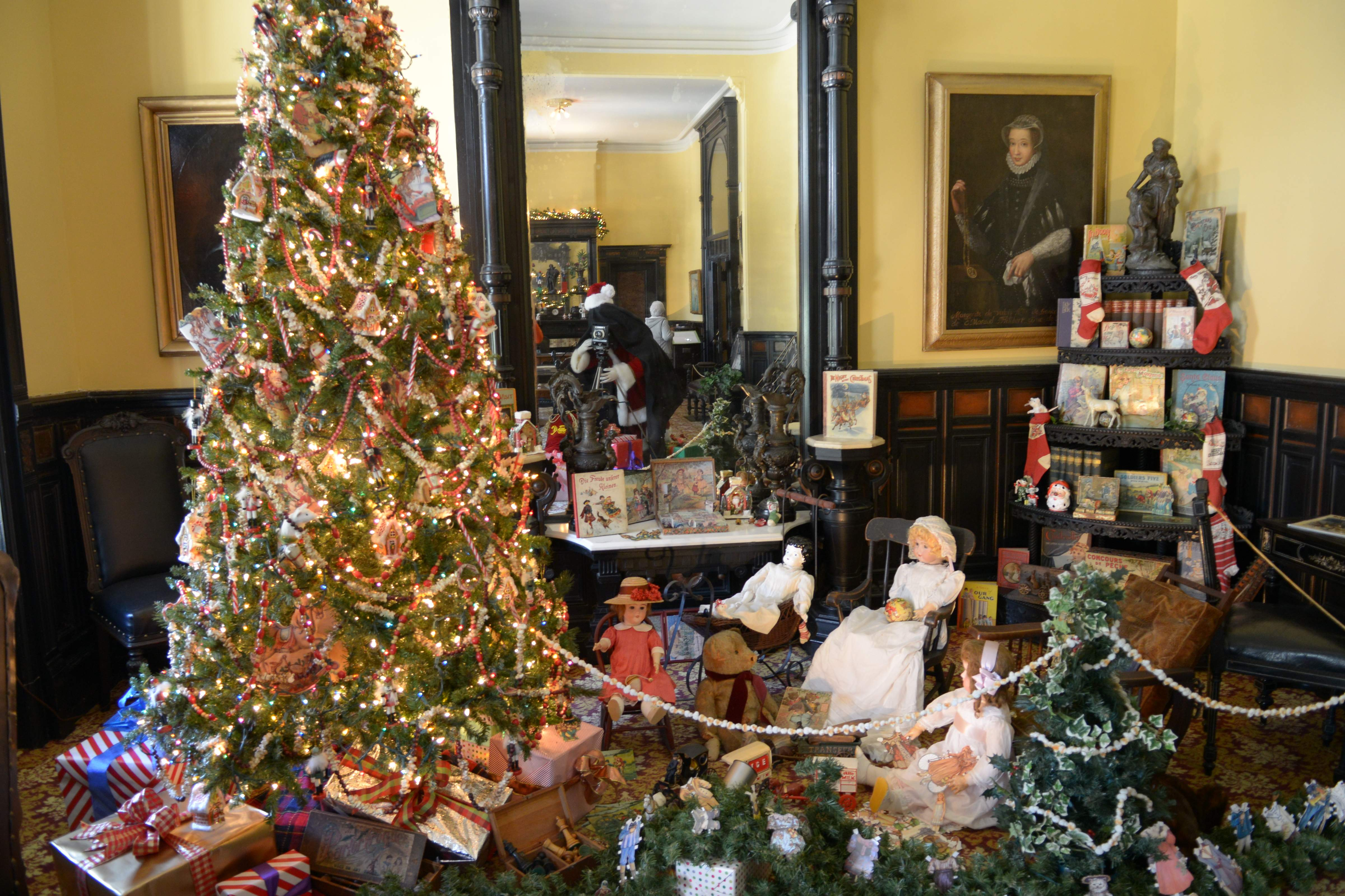 Victorian Christmas Tree.Plant Museum Welcomes Back Victorian Christmas Stroll