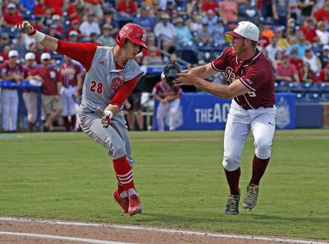 Florida softball back in Series